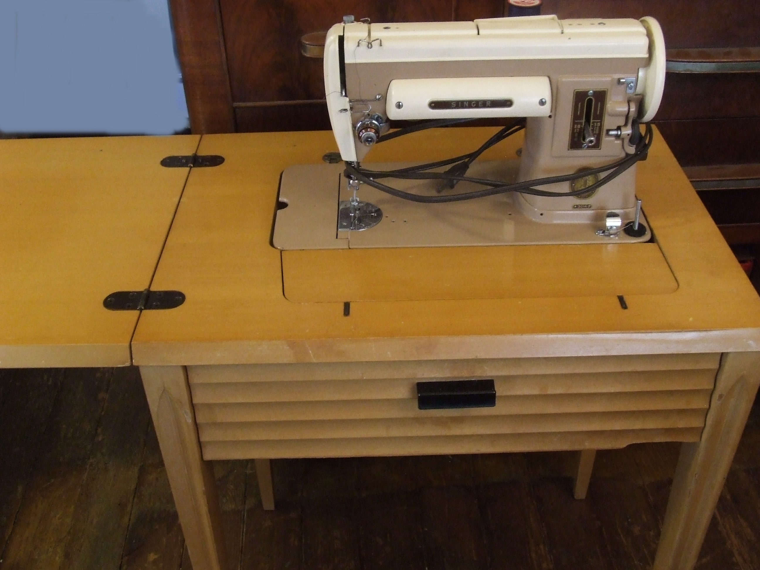 DIY Sewing Machine Cabinets Tables Plans PDF Download free planter box ...