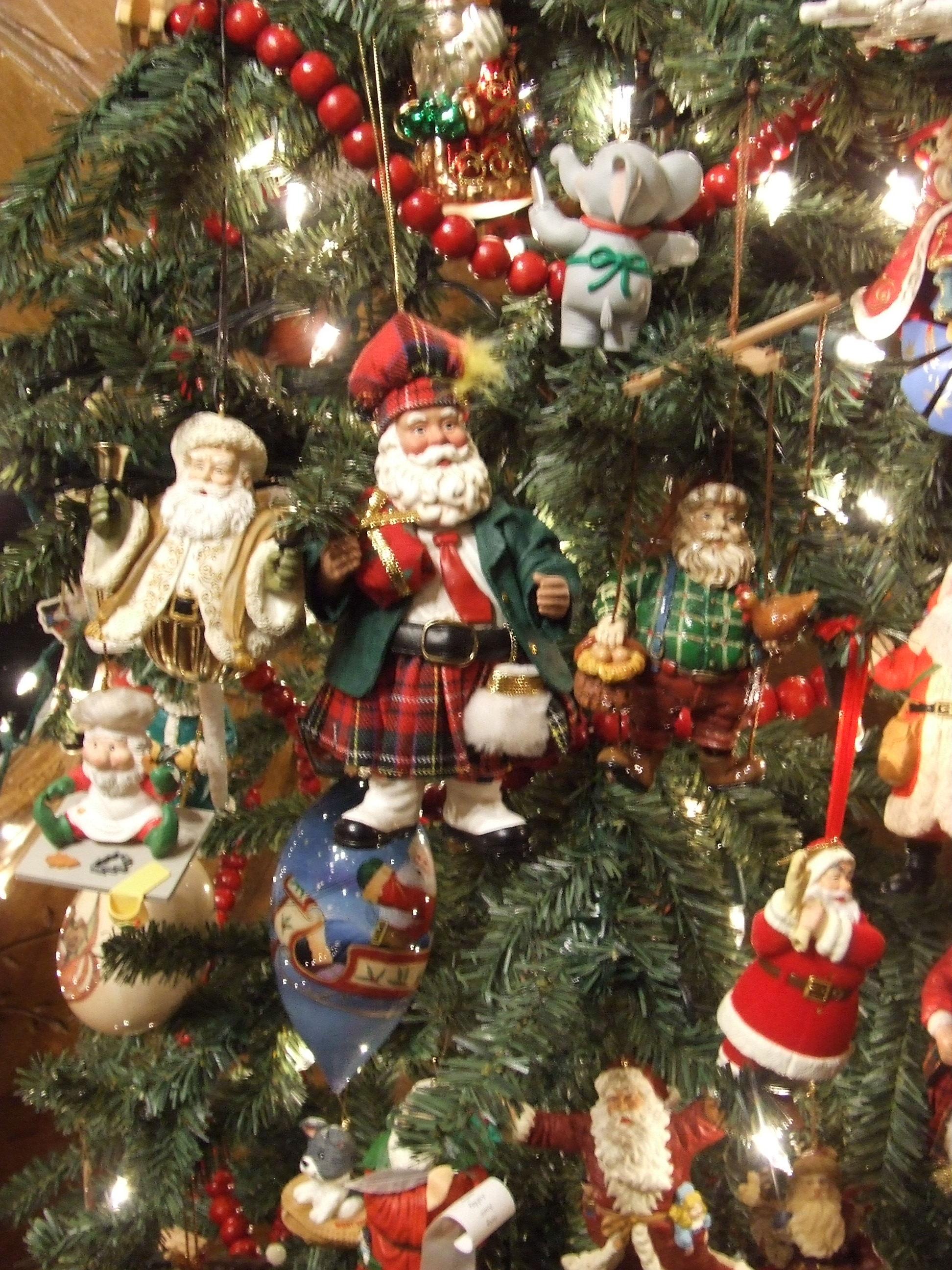i - Santa Trees