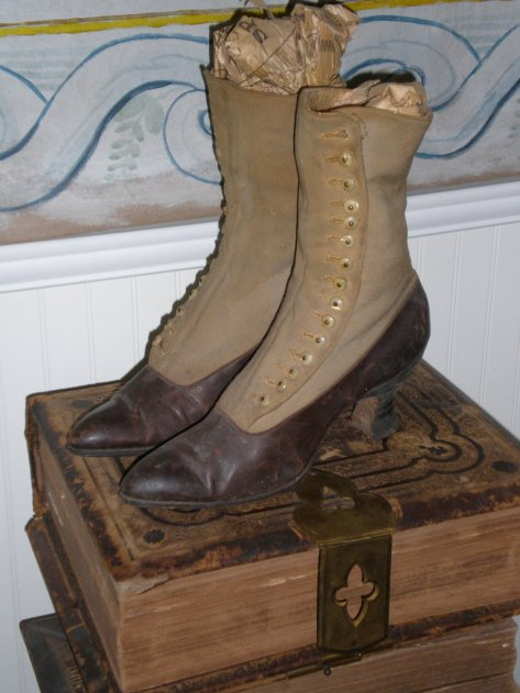 1890s-victorian-womens-button-two-tone-boots-spool-heel
